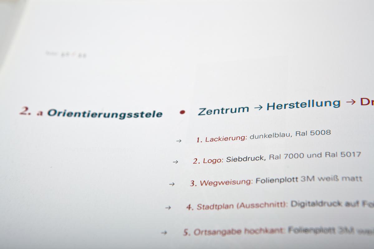 Texterfassung, Konzept und Layout eines Gestaltungsmanuals für das Passanten-Leitsytem in Rüsselsheim. (In Zusammenarbeit mit dem Architekturbüro Ammon & Sturm)